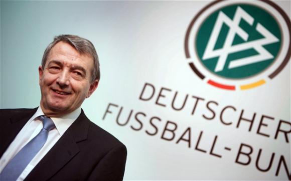 Бундестагът спешно привиква за обяснения президента на Германския футболен съюз