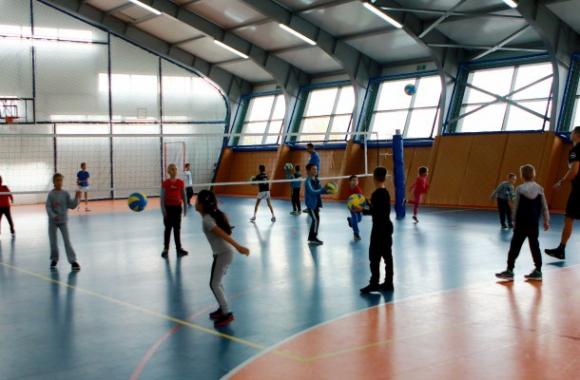 """Училище """"Владимир Николов"""" стартира със 120 души на игрището!"""