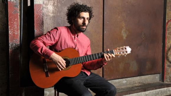 Хосе Гонзалес атакува София с емоционален концерт