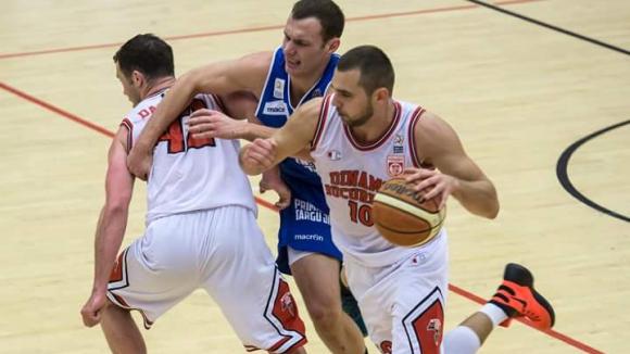 Маринов помогна на Динамо да се върне на върха