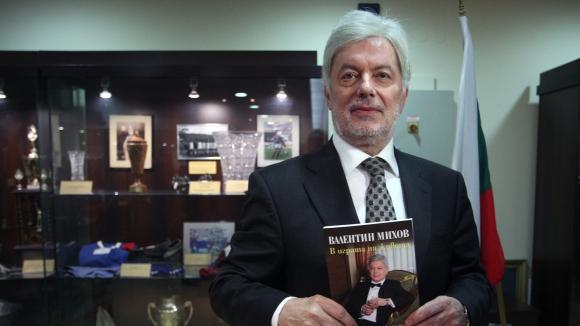 Вальо Михов забравил $750 000 в такси - гони шофьора, за да си ги върне