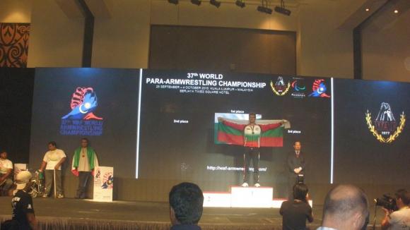 Съюзът на слепите награди световния шампион по канадска борба Росен Седефчев