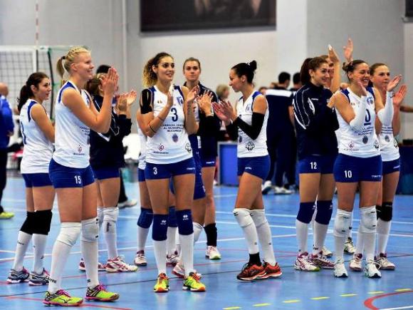 """Мария Каракашева с 12 точки, КСМ (Букурещ) тръгна с победа в """"Чалъндж къп"""""""