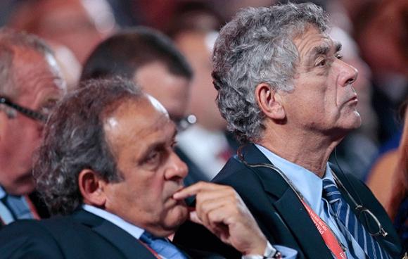 Комисията по етика на ФИФА наказа Анхел Мария Вийяр