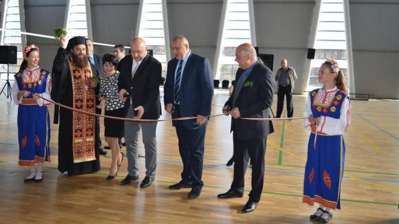 Бойко Борисов откри зала за 5.8 милиона във Вършец