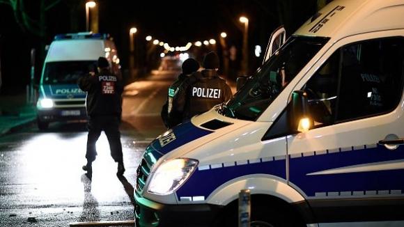 Планът за атентат в Хановер: Бомби на трибуните, лидерът на групата снима кървавите сцени