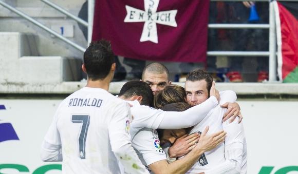 Реал Мадрид с трудна победа за отърсване от шока (видео + галерия)