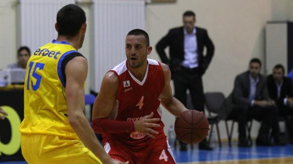 Виденов остава в Лукойл до края на сезона