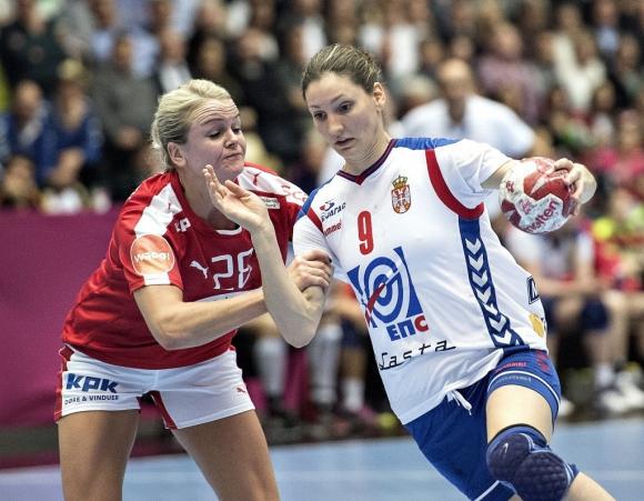"""Дания победи Сърбия и запази перфектния си баланс в група """"А"""""""