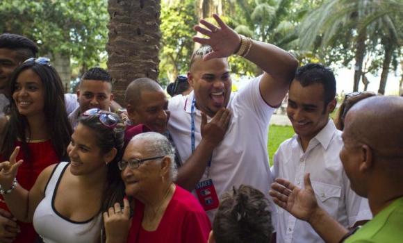 Бейзболни бежанци посрещнати трогателно в Куба