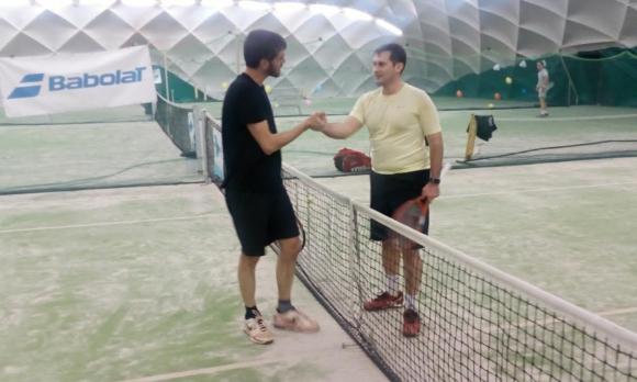 Съперник на Надал започна с победа в Мастърса на Интерактив тенис