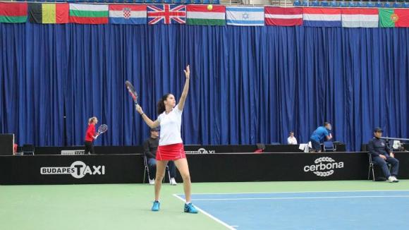 Шиникова продължава да мачка, постигна 15-и пореден успех