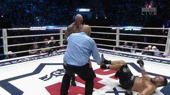 Лукас Браун нокаутира Руслан Чагаев и е новият шампион в тежка категория (ВИДЕО)