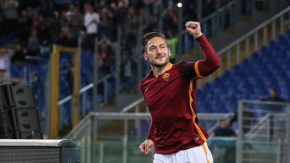 39-годишният Тоти спаси Рома по невероятен начин (видео)
