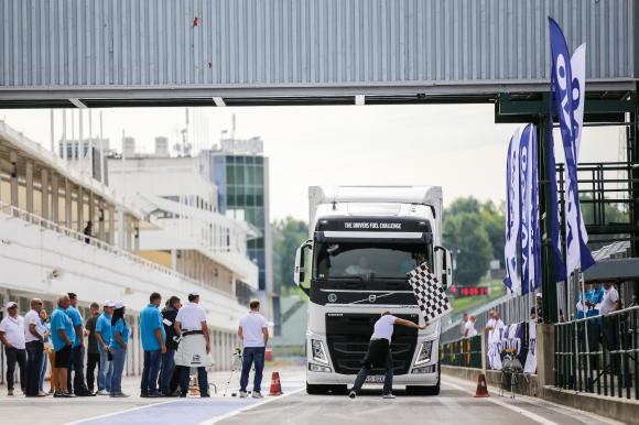България на секунди от финала за икономично шофиране на Volvo (Видео)