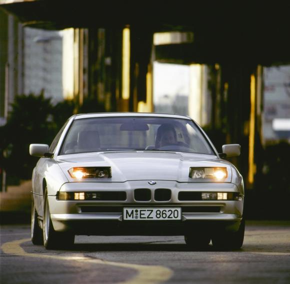 BMW 8-Серия: Акулата, която не доплува до 21 век