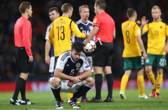 Шотландия се спаси в края (видео)