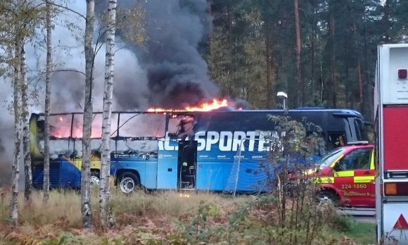 Автобусът на Швеция изгоря преди мача с България