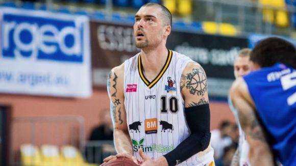 Христо Николов отбеляза 10 точки при загуба на Стал