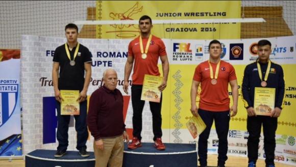 Пет медала за класиците ни от Балканиадата по борба за младежи