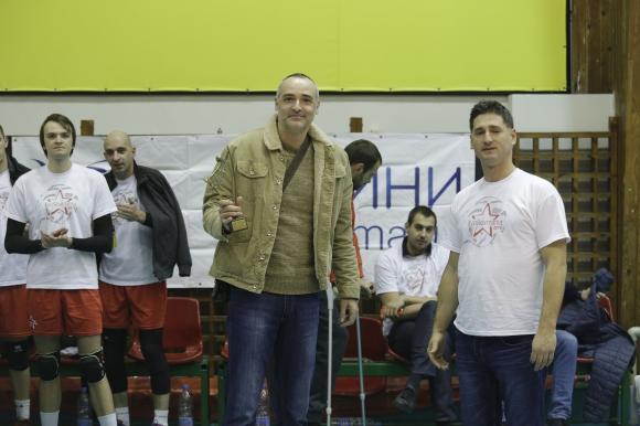 """Ивайло Стефанов получи наградата """"Златна мрежа"""" от Volley Mania"""