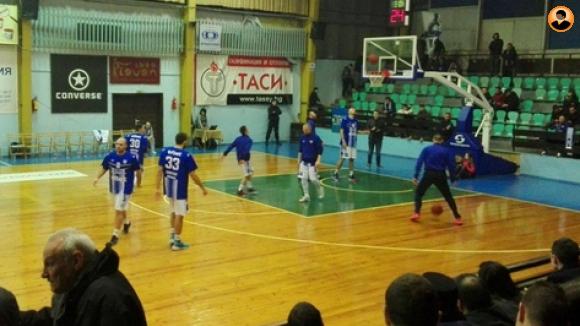 Спартак ще си връща самочувствието срещу Академик Бултекс 99