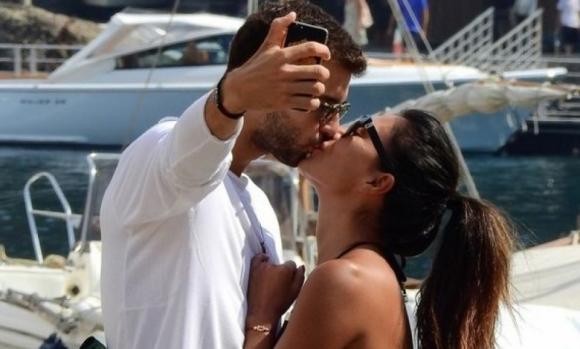 Ловецът на автографи Тодор Петров: Никол постоянно се нахвърля на Гришо, целуват се страстно (снимки)