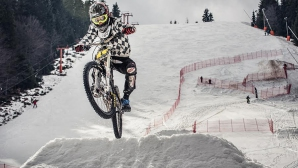 Зрелищен байк екшън по снежните писти на Пампорово-Мечи чал през уикенда