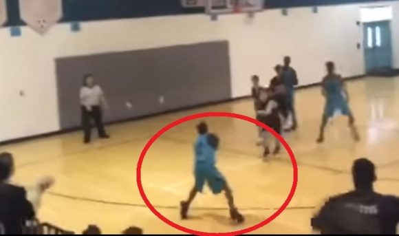 Вдъхновяващо! 13-годишно момче с ампутирани ръце вкарва тройки! (видео)
