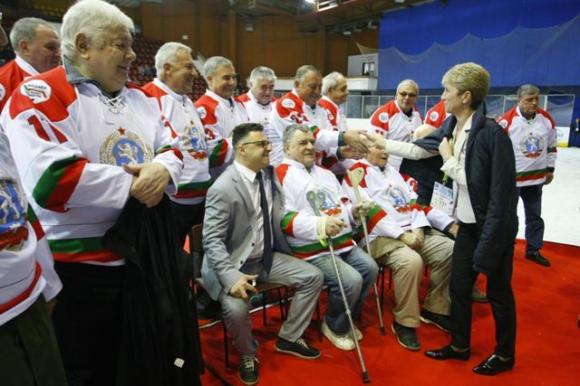 Министър Дашева подкрепи българските хокеисти на световното (III дивизия) в София