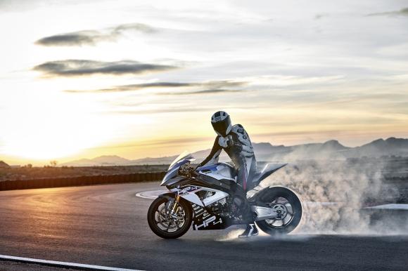BMW HP4 RACE:  почти идентичен със заводските състезателни мотоциклети (Снимки и видео)