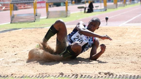 Манионга скочи 8.65 м и се прицели в световния рекорд в скока на дължина
