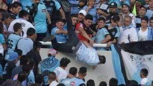 Хвърленият от трибуните аржентински фен почина
