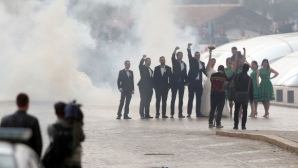 "Младоженци спряха ""синьото"" шествие, левскарите ги аплодираха"