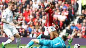 Дори и след спорна дузпа, Юнайтед не успя да влезе е топ 4 (видео)