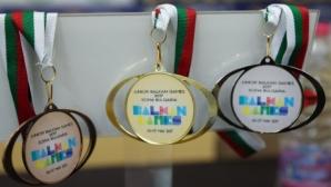 Светлозар Николов със злато и рекорд на 400 м съчетано, българките №1 на 4 по 100 св. стил