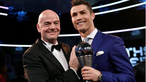 """ФИФА ще връчва приза """"Най-добрия"""" след края на сезона"""