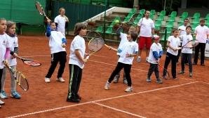 """Министър Кралев: Радващо е, че програмата """"Тенисът - спорт за всички"""" разширява своя обхват"""