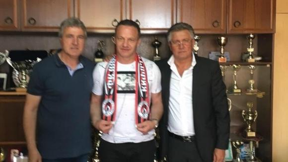 Локо (Сф) подписа със сръбския наставник