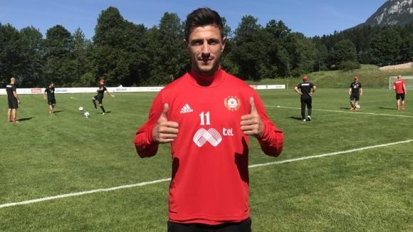 """Манолев се присъедини към """"червените"""" в Австрия"""