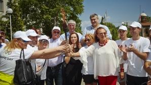 Йорданка Благоева и Мария Гроздева посрещнаха щафетата с олимпийския огън в НСА