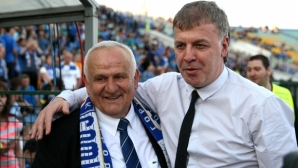 """Големият Петрович представи книгата си """"Люпко - името на футбола"""", десетки легенди разчувстваха носителя на КЕШ"""