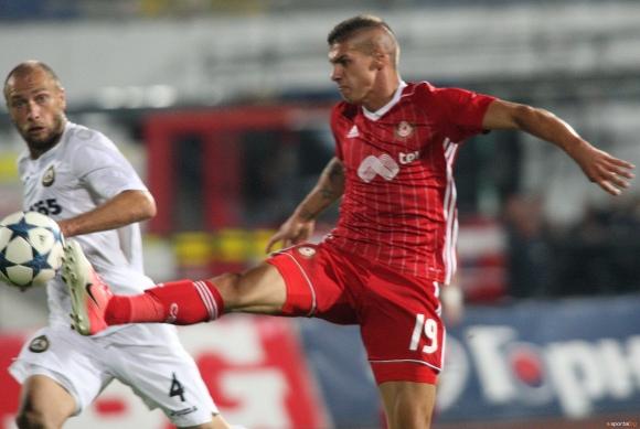 Недоволни фенове скочиха на младата звезда на ЦСКА-София