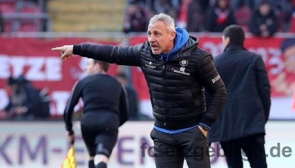 Павел Дочев започна с победа начело на Ханза