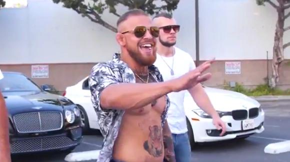 Руснак имитира Конър Макгрегър и побърка Лос Анджелис (видео)