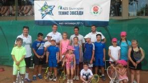 """""""AES България Тенис Звезди"""" зарадва децата в Шумен"""