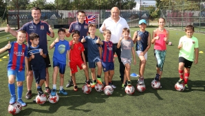 Министър Кралев посети детски спортен лагер