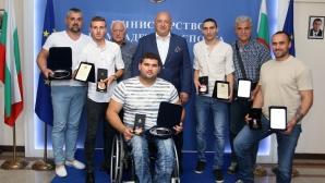 Министър Кралев награди медалистите от световното за хора с увреждания