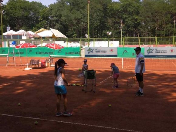 """""""AES България Тенис Звезди"""" гостува във Варна"""