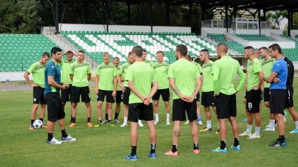 Гонзо замина със 17 футболисти за Коматево